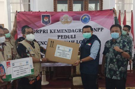 Kemendagri Serahkan Bantuan untuk Korban Terdampak Bencana Alam di Kabupaten Sumedang