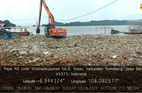 Kementerian PUPR Bersihkan Sampah Waduk Jatigede untuk Tingkatkan Fungsi Tampungan Air